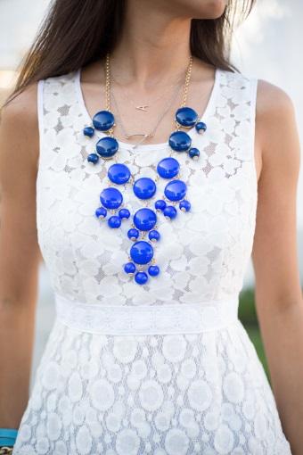 bijuterii pentru rochie în alb