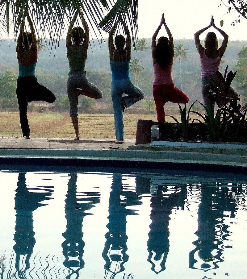 Îmbrăcăminte de yoga