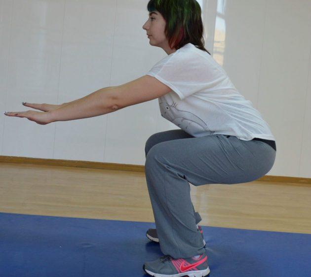 exerciții de strângere abdominală