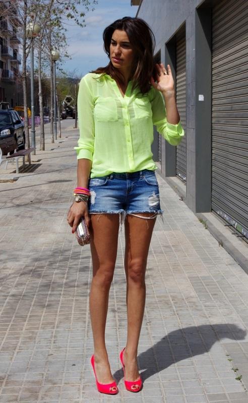 pantaloni cu cămașă colorată