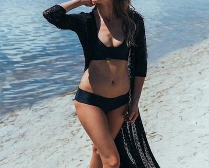 φόρεμα στην παραλία