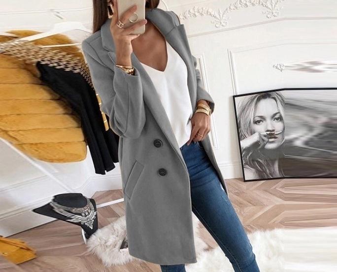 combinație cu o haină gri