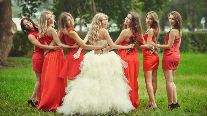 rochii identice de domnisoare de onoare